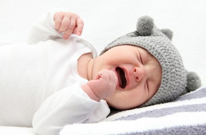 Zašto bebe noću plaču?