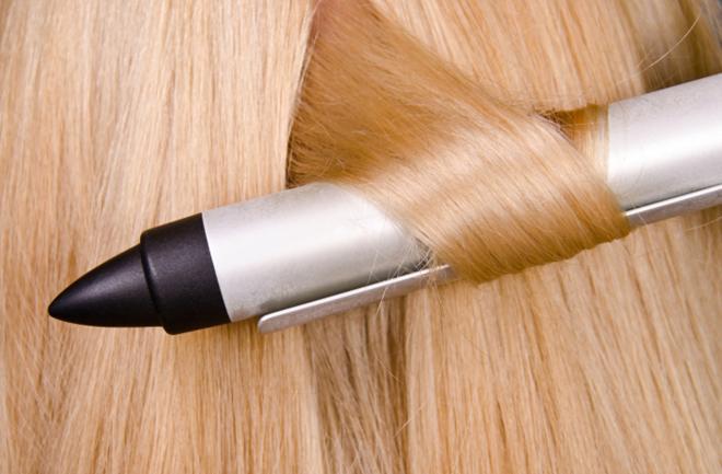 Što pegla i uvijač mogu napraviti našoj kosi