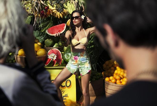 "Adriana Lima ""nosi"" novu Vogue kampanju"