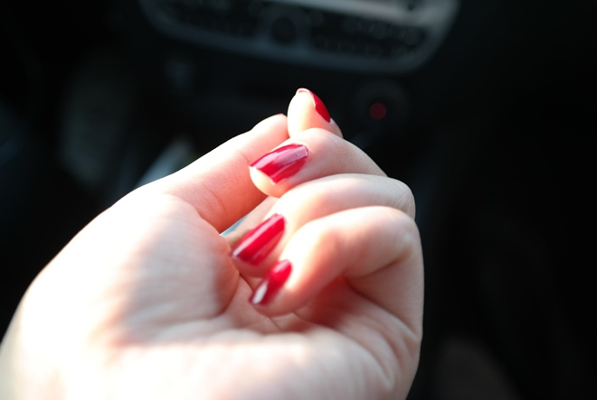 Grickanje noktiju znači da ste – perfekcionist!