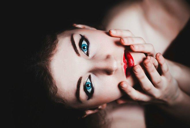 Žene svijetlih očiju bolje podnose bol