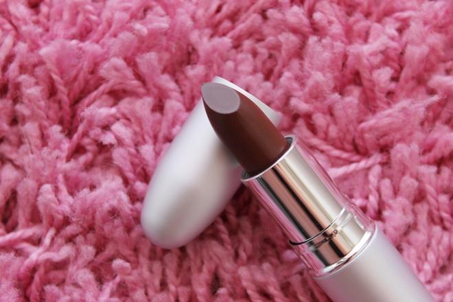 theBalm Girls lipstick Amanda Kiss my lips