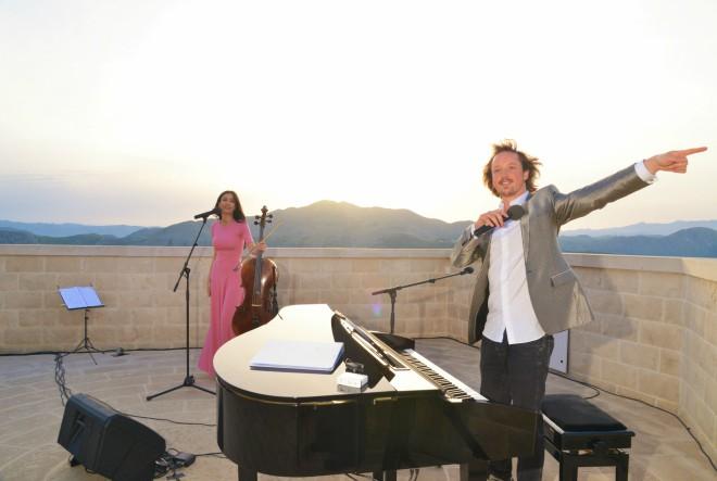 Ana Rucner i Oliver Poole dočekali na Srđu izlazak prvog ljetnog sunca