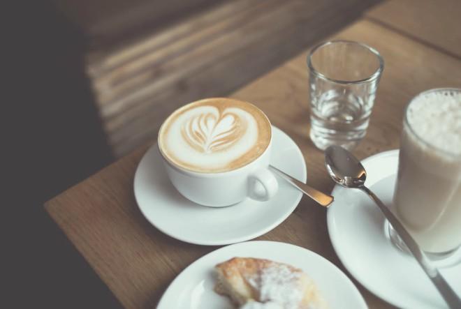Odlazak na kavu najbolja ideja za prvi spoj