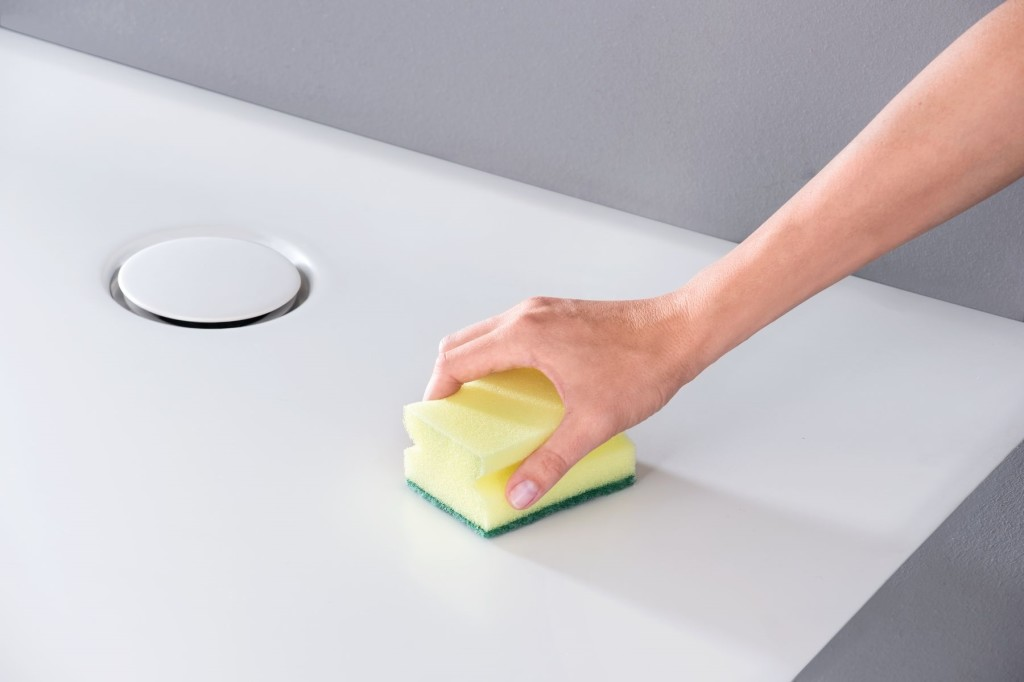 Setaplano cleaning with sponge.tif_bigview_${05949456}