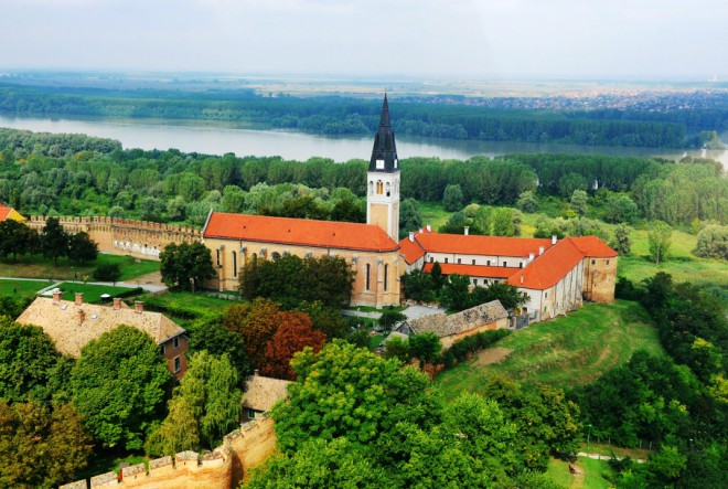 Dunav, dvorci, hrana, vino, tradicija…