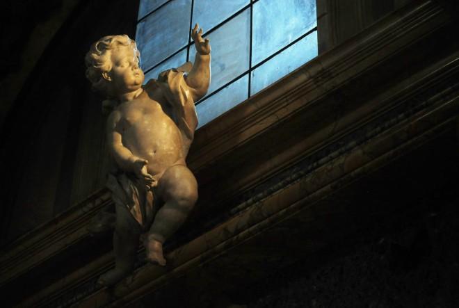 statue-church-amor-cupid