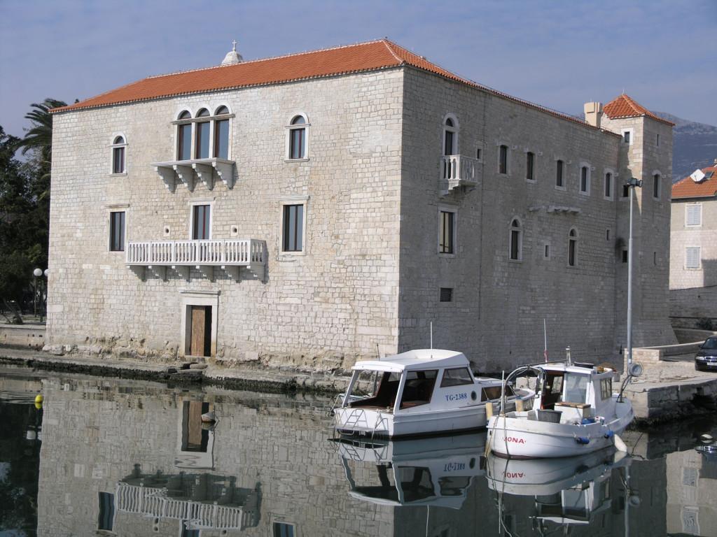 Dvorac Vitturi Kaštel Lukšić