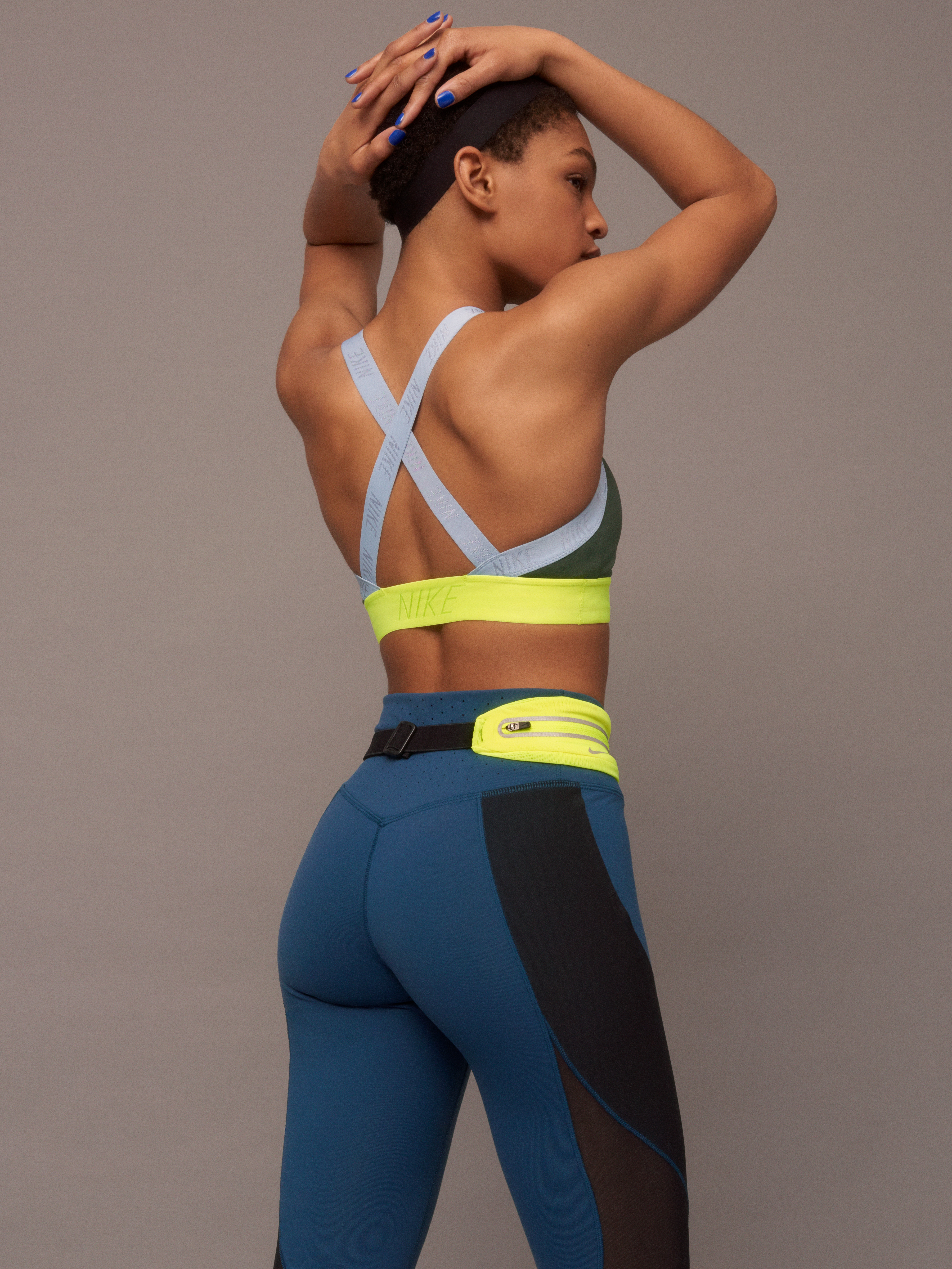 NikeWomen FA 17 Collection Look 11 back