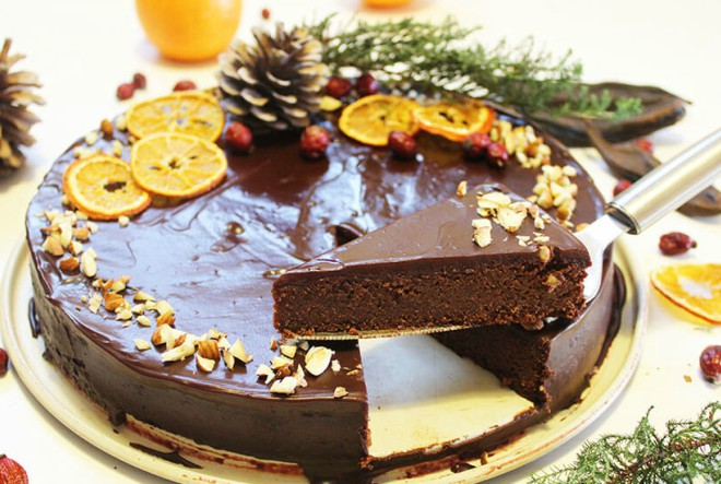 Čokoladna torta s rogačem