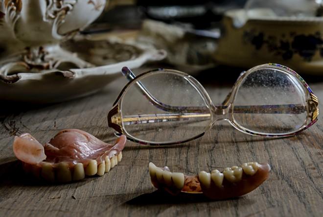 10 loših navika koje uništavaju zube