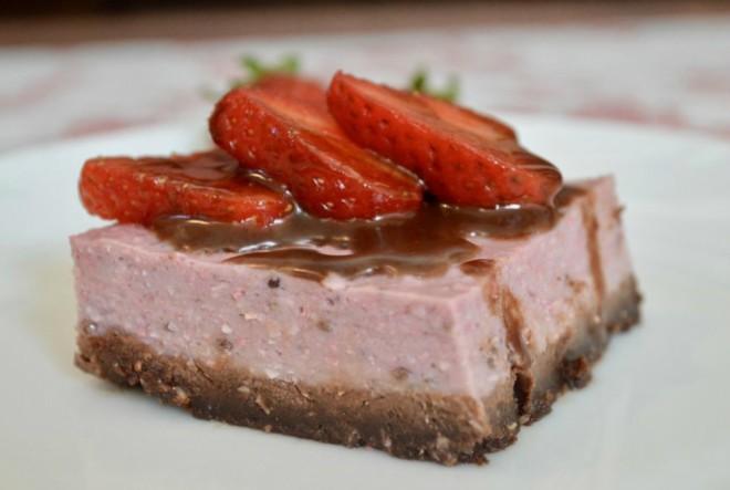 Kremasti kolač od jagoda iz blendera