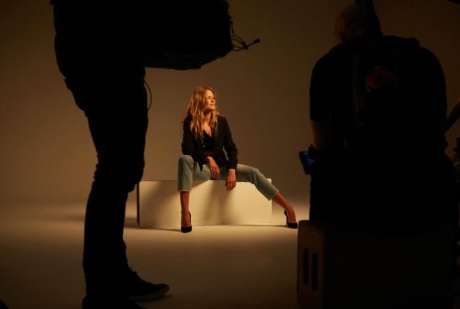 Liu Jo jesenska jeans kolekcija i ženstveni t-shirt za sofisticiran casual look