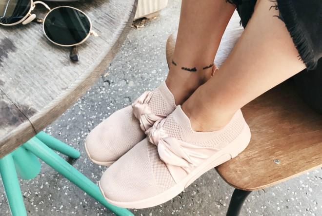 ShoeBeDo izlog obojan je u mint zelenu, nježno rozu i lavanda ljubičastu boju