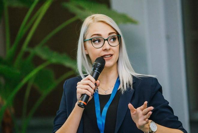 Tko je Ana Mitar i zašto voli mikrofon?