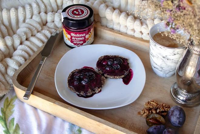 Druga strana tanjura: Zdrava peciva  sa sjemenkama i orahovim brašnom