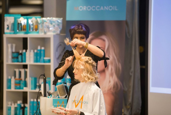 Zaokružite pristup bojanju kose