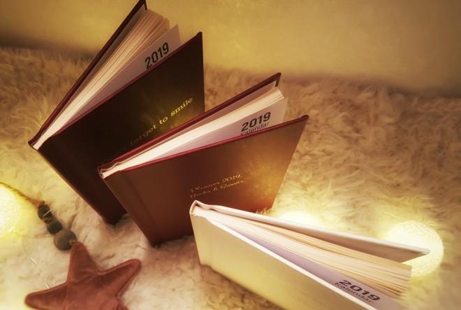 Novi trend za unikatne poklone ispod božićnog drvca su personalizirani rokovnici i čarobni bookovi s najdražim uspomenama