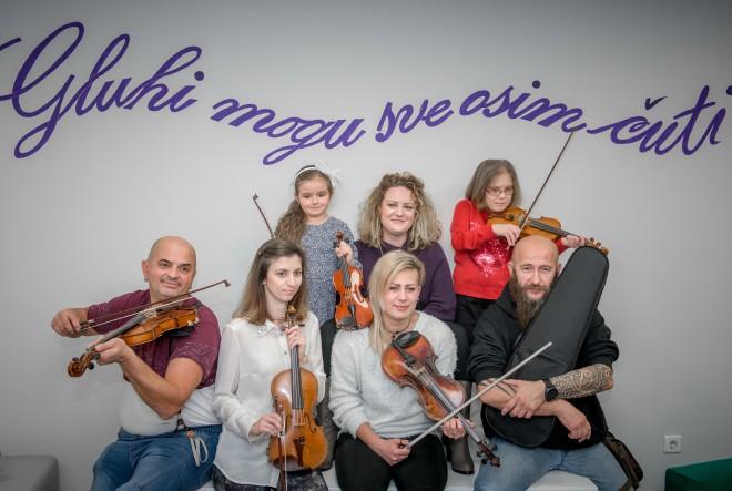 Renata Novoselec: Ona koja gluhe uči svirati