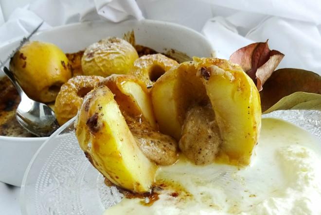 Zapečene jabuke s medom od oraha