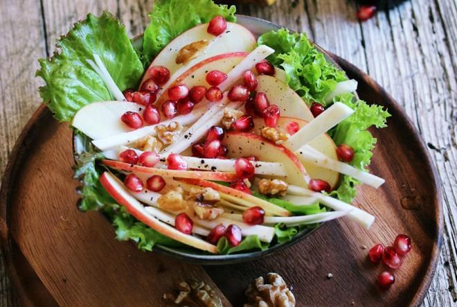 Hrskava salata od jabuke i celera