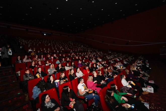 Za šarmantnu žensku filmsku večer danima se tražila kinoulaznica više