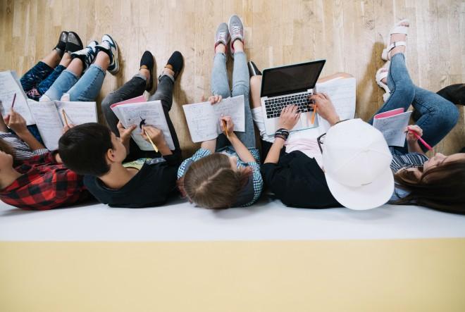 Digitaliziraj me nježno: kako mladi rastu i uče uz internet