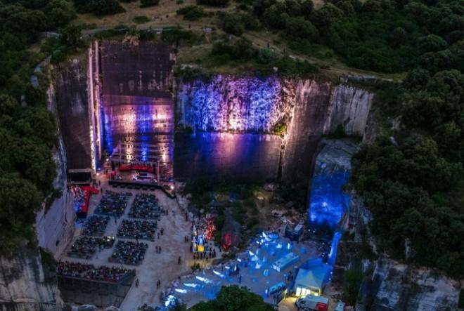 Humanitarni i svečani početak Rocks&Stars @ Cave Romane festivala
