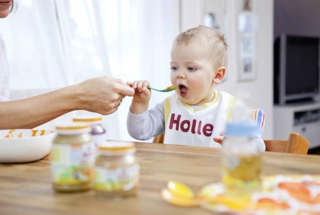 Bebe jedu zdravo i na plaži