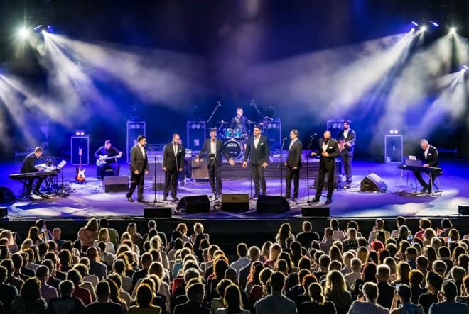 Oduševljena publika ne prestaje pokazivati interes za koncert Klape Rišpet