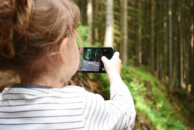 S koliko godina bi djeca trebala dobiti svoj prvi mobitel?