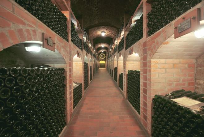 Untouched by Light – prvo pjenušavo vino na svijetu koje se proizvodi, prodaje i kuša u potpunome mraku