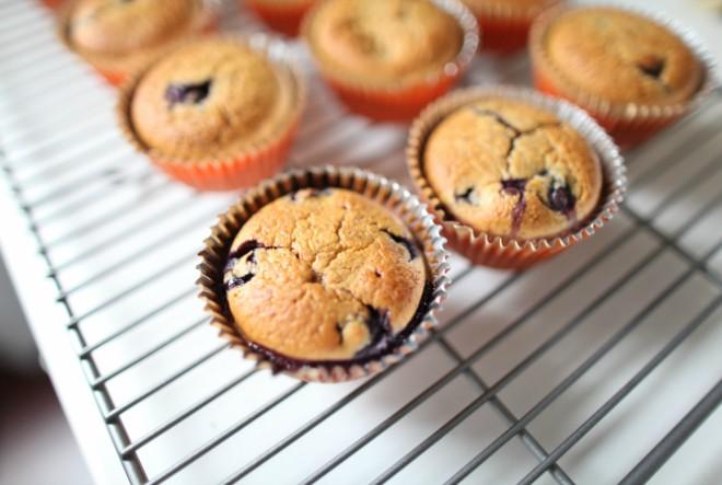 Niskokalorični muffini s brusnicama i orasima