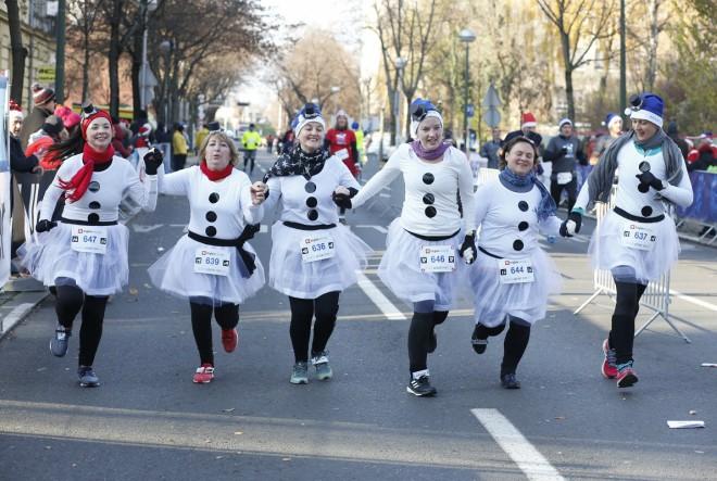 Sudionici kostimirane utrke Zagreb Advent Run trče protiv melanoma