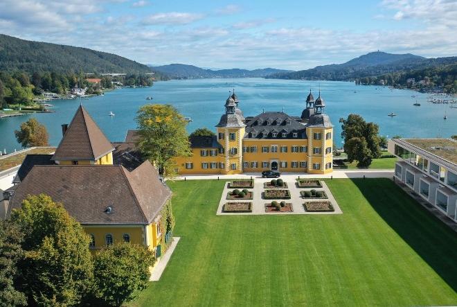 Vikend u Austriji: Romantični žuti dvorac na tirkiznom alpskom jezeru