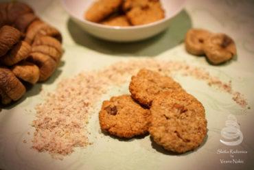 Zobeni keksi s bademima i suhim smokvama