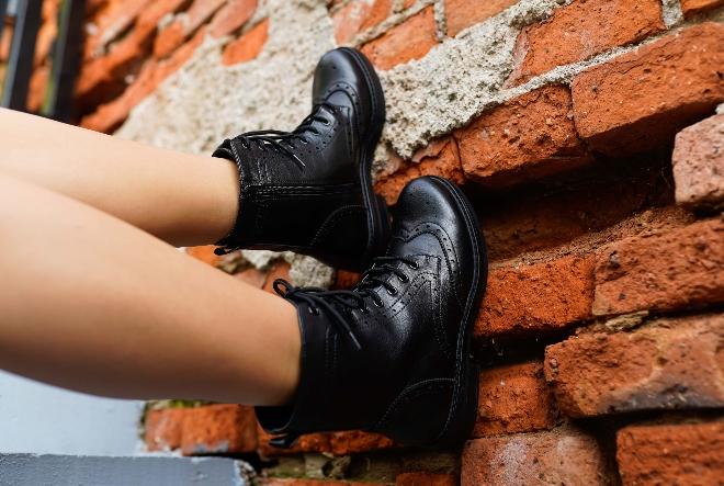 Nose se motorističke čizme, odvažne oksfordice i glomazne tenisice