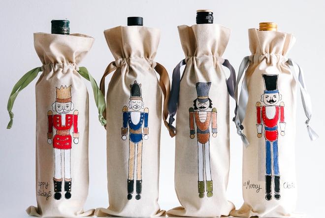 """Rukom oslikane Shuz. platnene vrećice za vino """"točka su na i"""" vaših darova!"""