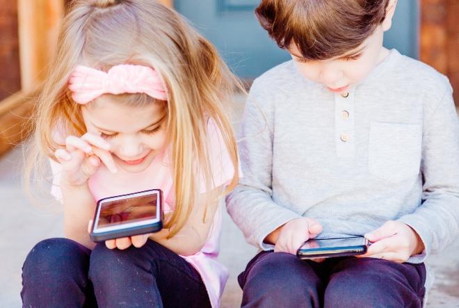 Slovenski liječnici upozorili: Djeca provode previše vremena pred ekranima