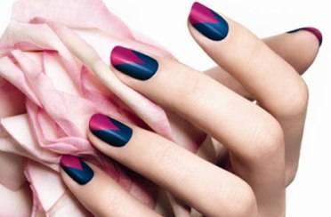 Zaljubljena u boju lakova za nokte