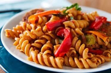 Hrenovke s tjesteninom i paprikama