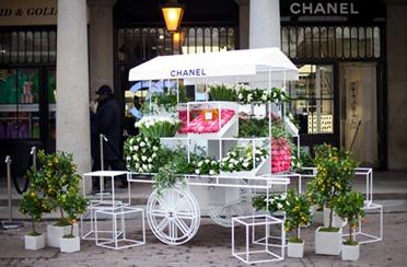 Miris Chanela na ulicama Londona