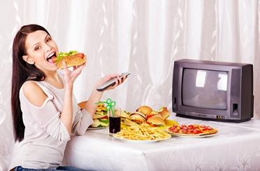 Debljate se jer jedete ispred TV-a?